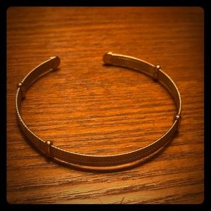 Jewelry - Gold color bangle